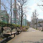 【神谷町駅】芝高校グランド付近歩道の休憩場所
