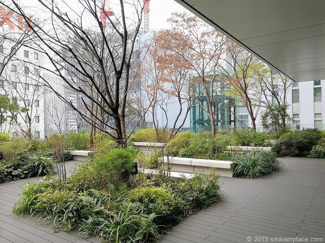 東京スクエアガーデン京橋の丘の休憩スペース