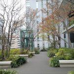 【京橋駅】東京スクエアガーデン 京橋の丘の休憩場所