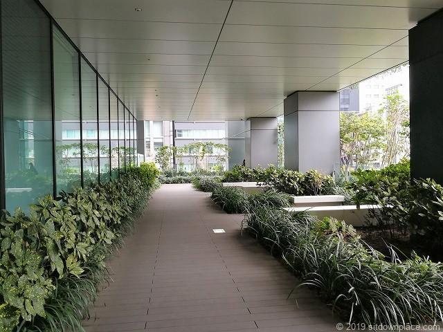 東京スクエアガーデン京橋の丘の休憩場所
