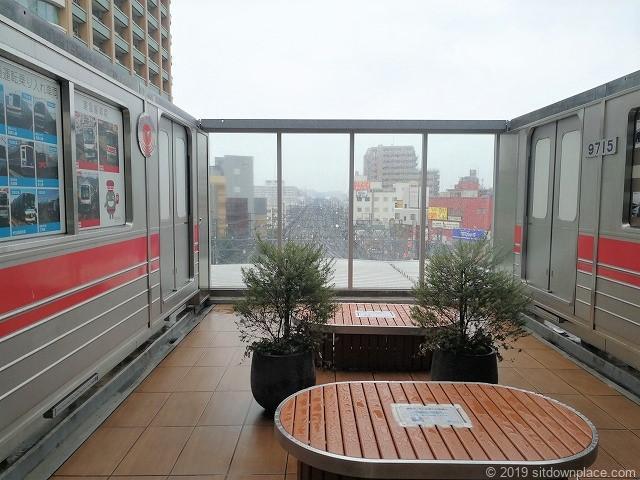 東急スクエア4F展望デッキのベンチ