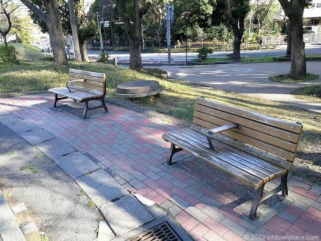 芝公園集会場のベンチ