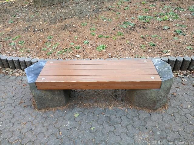 芝公園23号地のベンチ