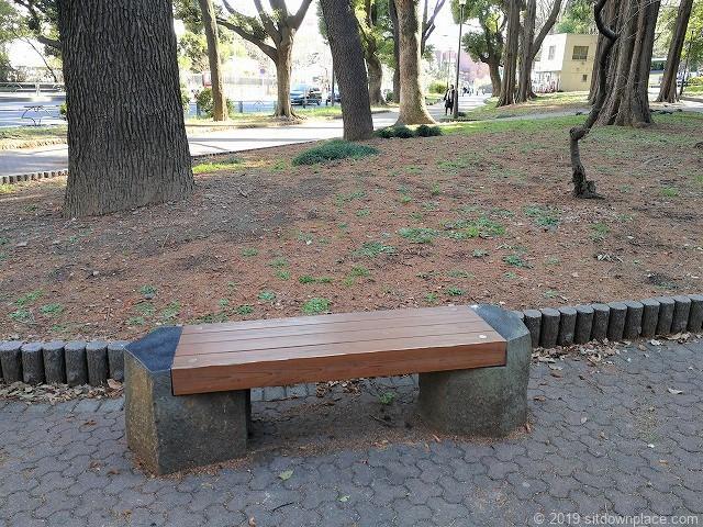 芝公園23号地の銀杏坂付近のベンチ