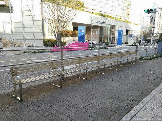 六本木けやき坂のアート「パーク・ベンチ」とけやき坂