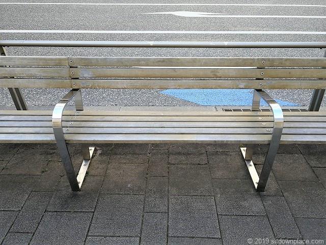 六本木けやき坂のアート「パーク・ベンチ」の座面