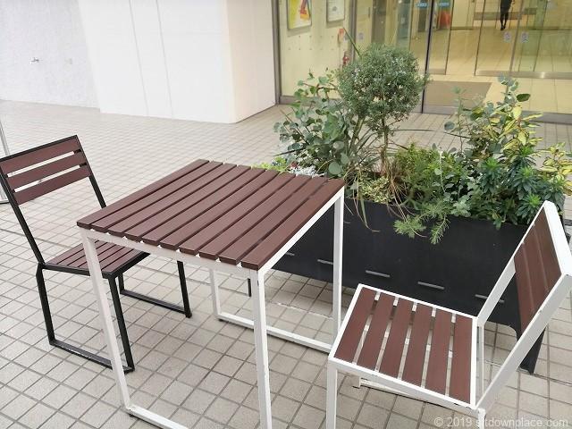 六本木ヒルズノースタワー1Fテラス席のテーブル