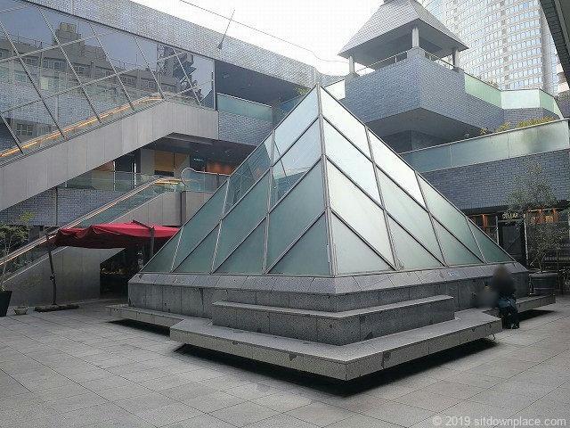 六本木ピラミデ1Fのピラミッドアート