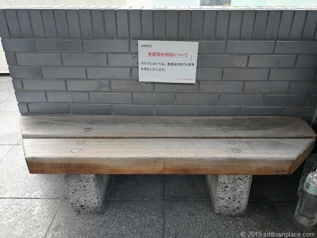 六本木ピラミデ3F休憩場所のベンチ