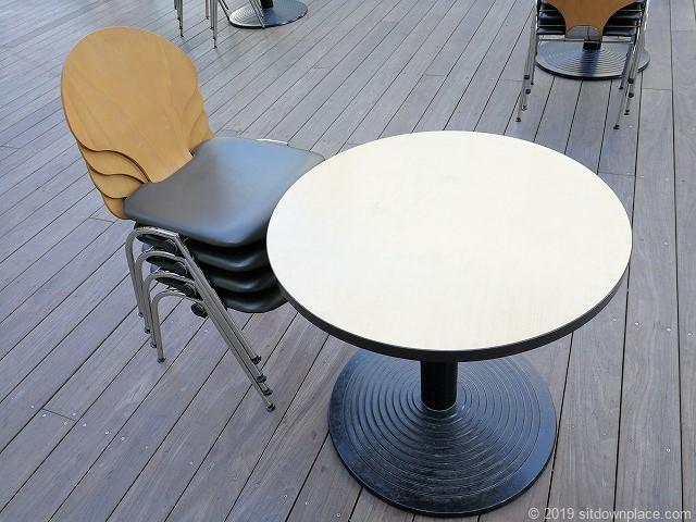 六本木ヒルズアリーナのテーブル席