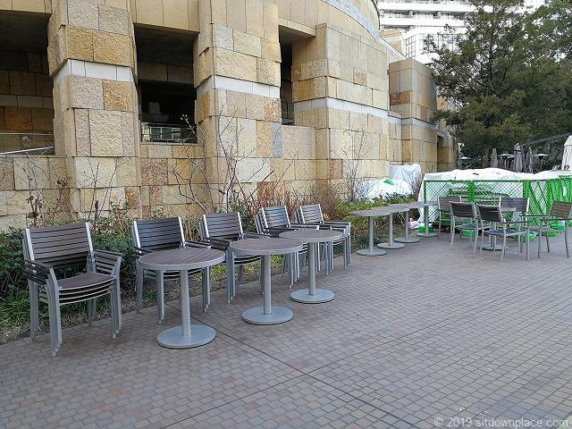 六本木ヒルズアリーナ付近のテーブル席
