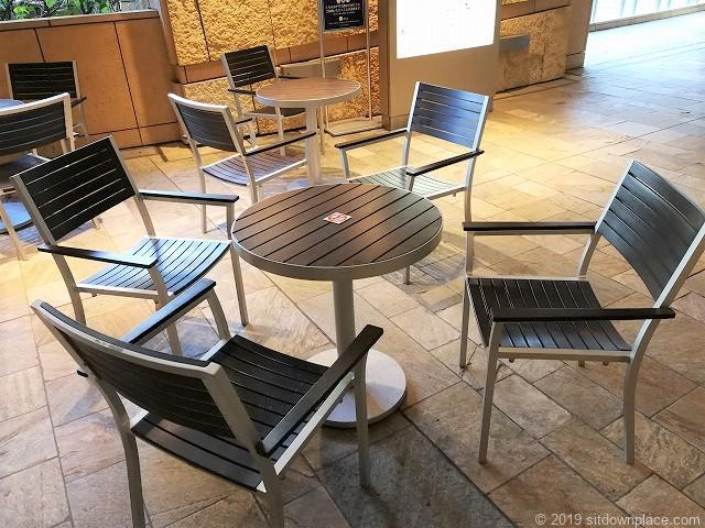 六本木ヒルズヒルサイドB1Fのテーブル席