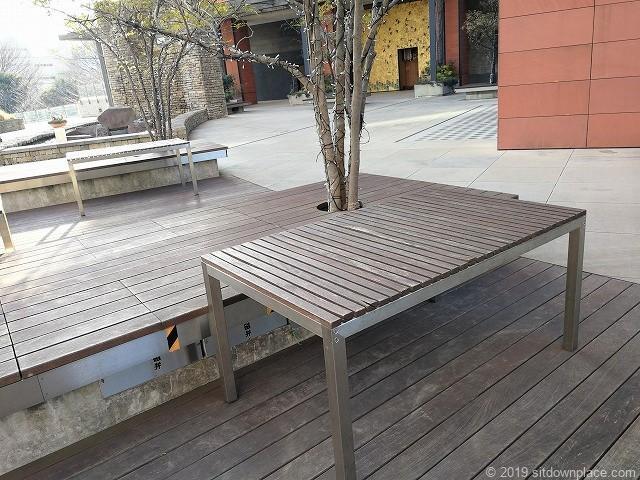 六本木ヒルズけやき坂3Fのテーブル