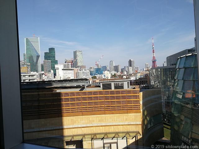 六本木ヒルズウェストウォーク4F休憩所から見える東京タワー