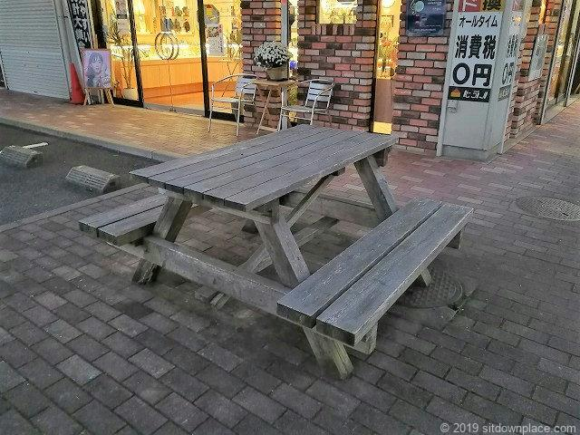 佐原まゆショッピングセンターのテーブル