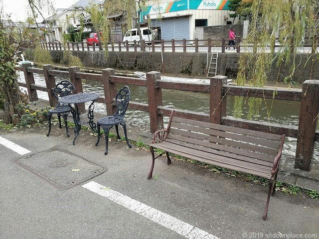 共栄橋付近のベンチ
