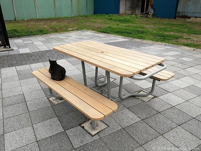 佐原駅南口交番横のテーブル