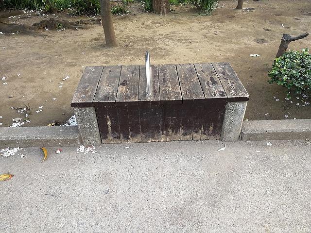 竹町公園のベンチ