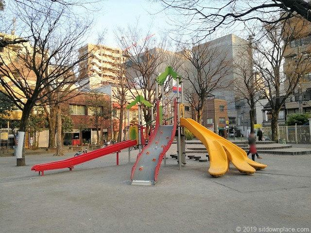 竹町公園のタコのようなすべり台
