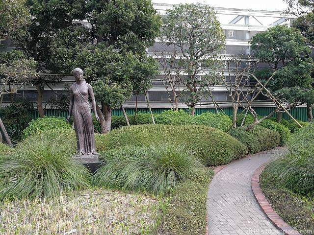 相鉄ジョイナスの森彫刻公園の彫刻「茉莉花」