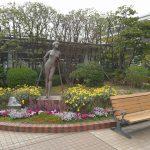 【横浜駅】ジョイナスの森彫刻公園の休憩場所