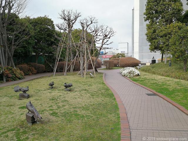 相鉄ジョイナスの森彫刻公園の彫刻「道標・鳩」