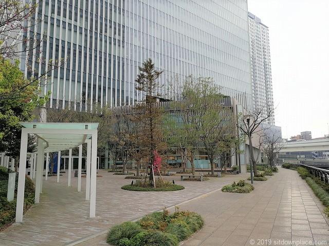 横浜三井ビルディングのアーバンプラザ外観