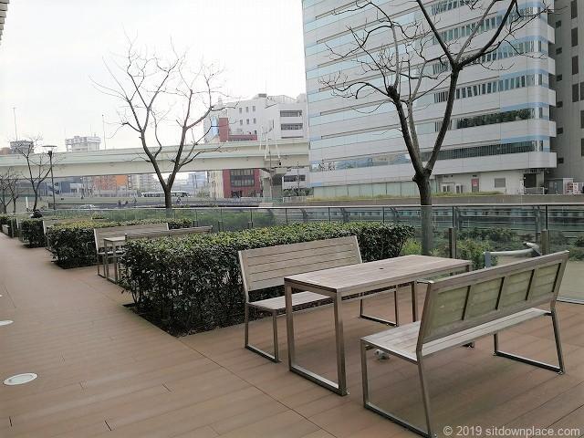 横浜三井ビルディングのアーバンプラザにある休憩スペース