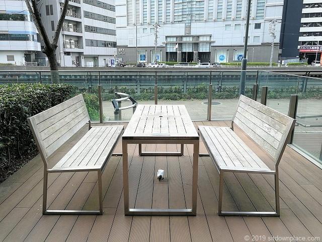 横浜三井ビルディングのアーバンプラザにある4人掛けテーブル席