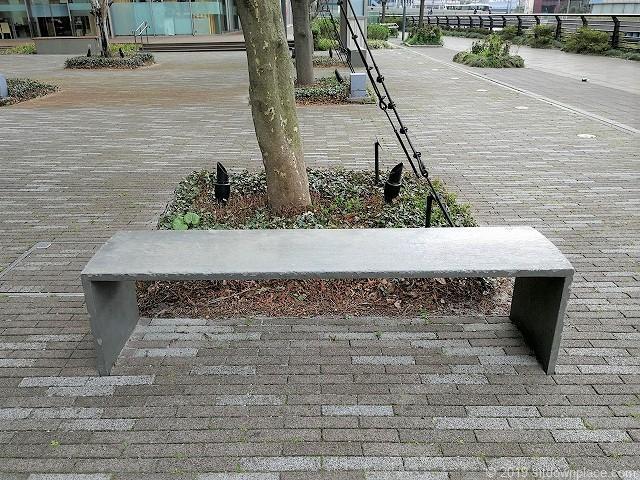 横浜三井ビルディングアーバンプラザの2人掛けベンチ