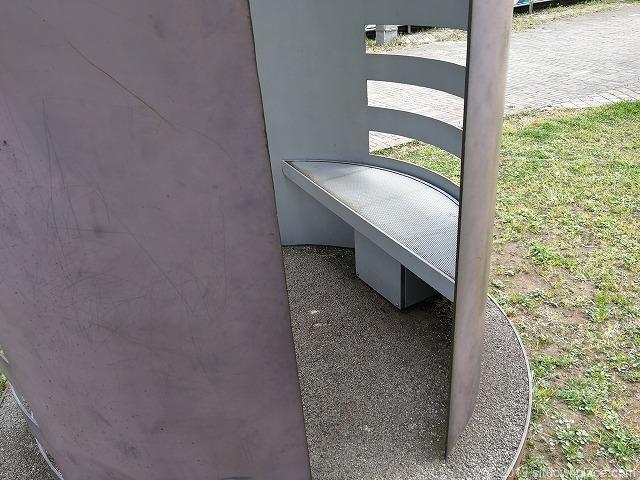 ポートサイド公園のオブジェのベンチ
