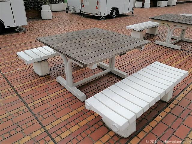 高島屋屋上のテーブル
