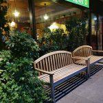 【新宿駅】NSビル1F 屋外広場の休憩場所