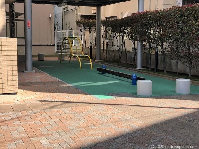 グランヒルズ東京イースト前広場の休憩場所