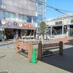 【明大前駅】駅前広場の休憩場所