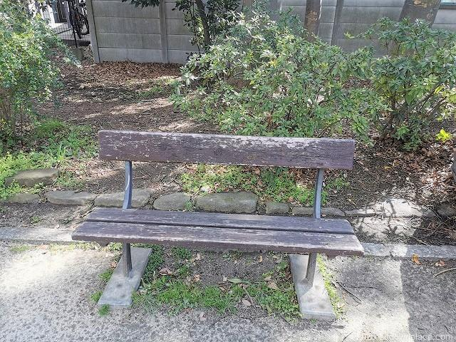 明大前駅玉川上水公園休憩場所のベンチ1