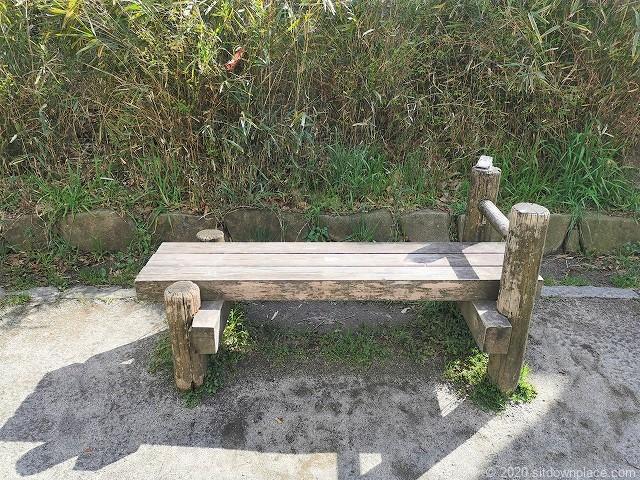明大前駅玉川上水公園休憩場所のベンチ2