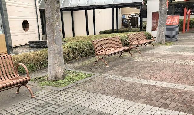 本八幡駅ニッケコルトンプラザコルトン広場の休憩場所