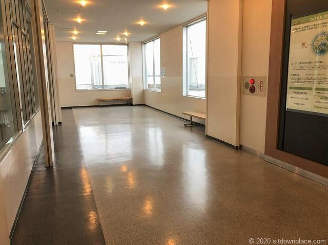 本八幡駅ニッケコルトンプラザ4階ニトリ前の休憩場所