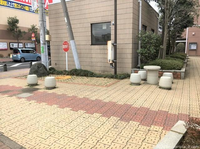 本八幡駅大芝原公園の休憩場所