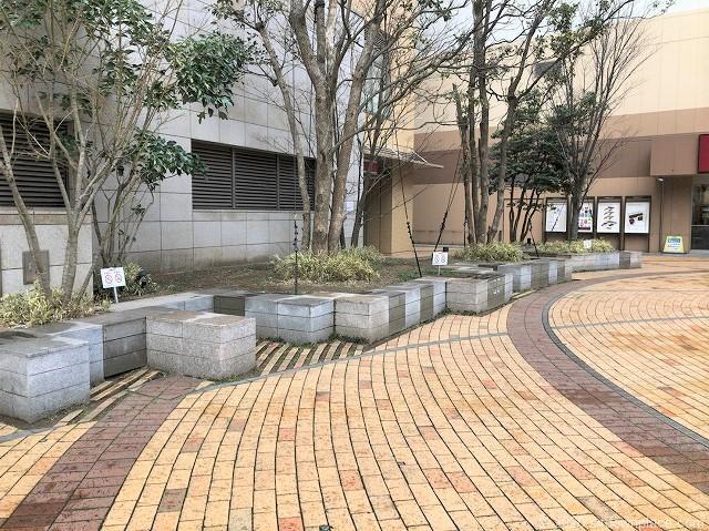 本八幡駅ターミナルシティ本八幡 広場の休憩場所1