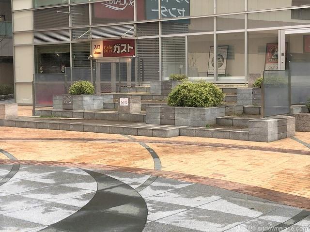 本八幡駅ターミナルシティ本八幡 広場の休憩場所2