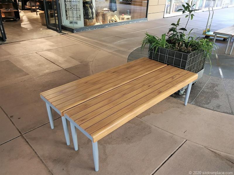 二子玉川駅 ガーデンアイランド1Fのベンチ2