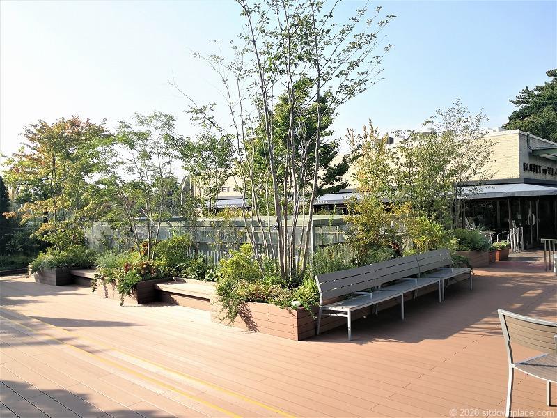 二子玉川駅 ガーデンアイランド屋上庭園のベンチ2
