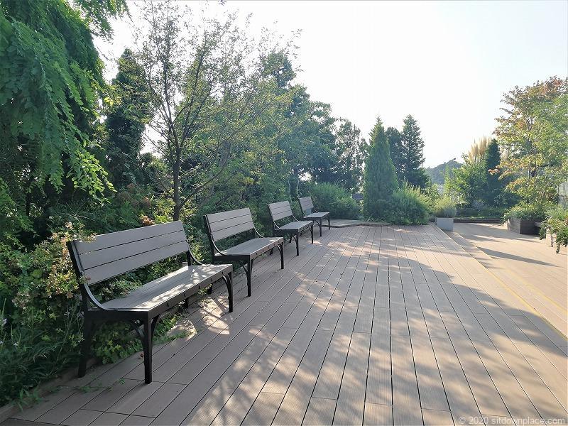 二子玉川駅 ガーデンアイランド屋上庭園のベンチ3