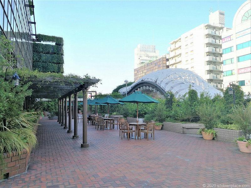 二子玉川駅 高島屋本館3F ローズガーデンのテーブルとイス1