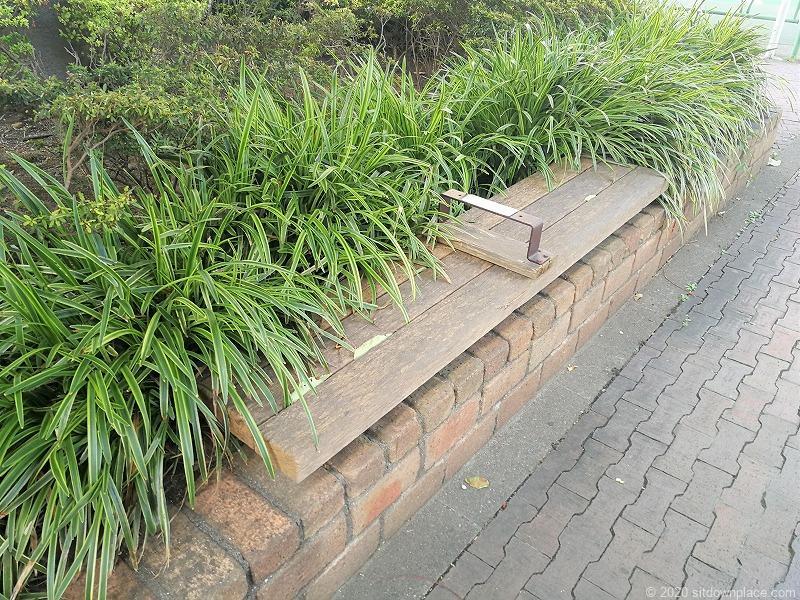 二子玉川駅けやき緑地のベンチ1
