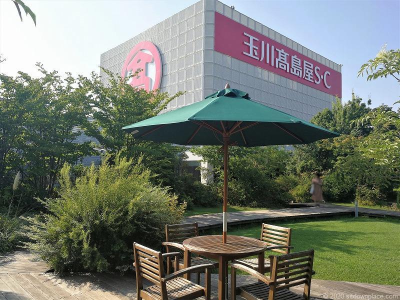 二子玉川駅高島屋本館屋フォレストガーデンの噴水近くの休憩場所