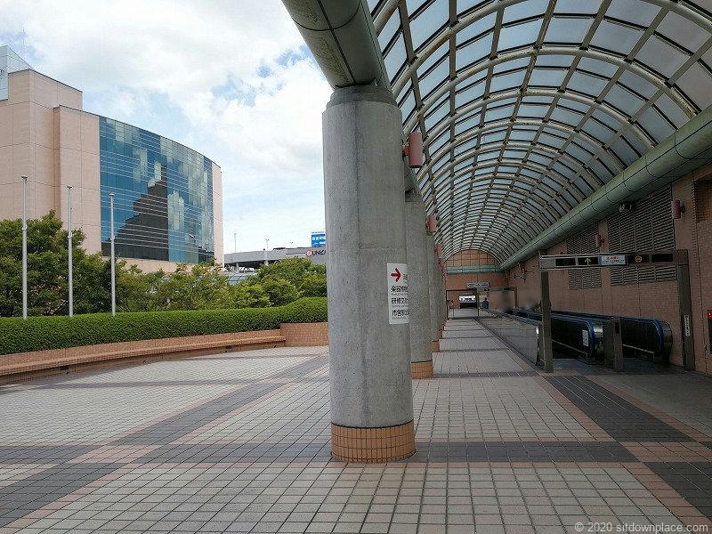 浜松駅アクトシティ 動く歩道橋横の外観