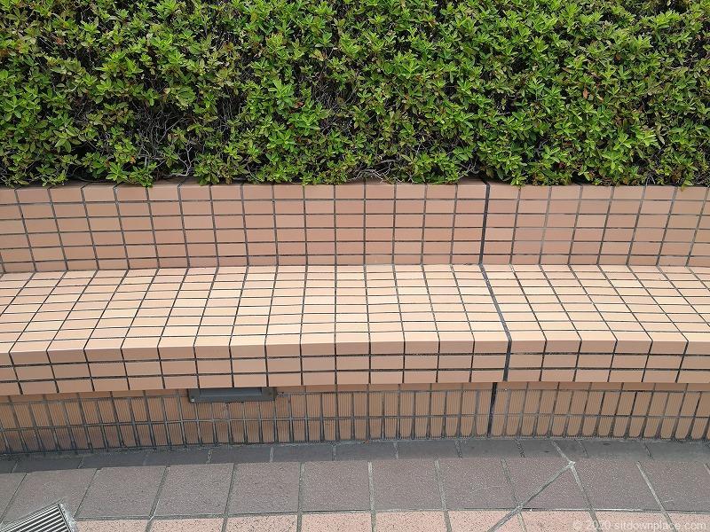 浜松駅アクトシティ 動く歩道橋横のベンチ